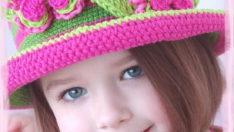Pembe Çiçekli Şapka